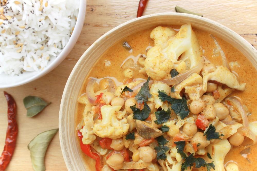 Curry de coliflor, garbanzos y setas